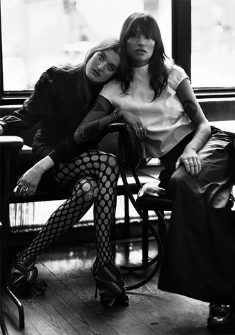 Icona Pop wears Emilio Cavallini Tights
